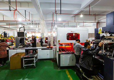 Package box automatic molding machine