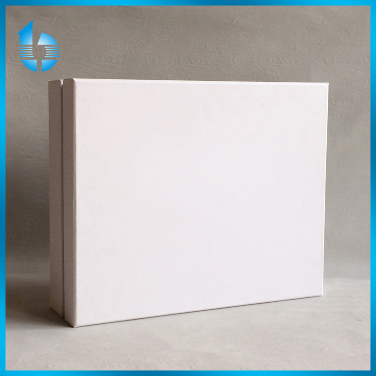 White Paper Board Packing Box With Protective Satin Inside For Pearls And Jewels